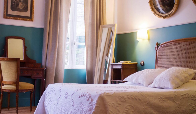 Très grande chambre double avec la vue sur la Fontaine d'Amont